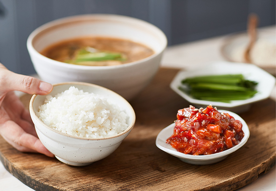 짠 음식이 먹고 싶을 때 가장 먼저 떠올려지는 젓갈입니다.섬마을 낙지젓을 따뜻한 밥 위에 올려 야채와 함께 곁들어 먹으면 밥 2그릇도 뚝딱 비우게 되지요.